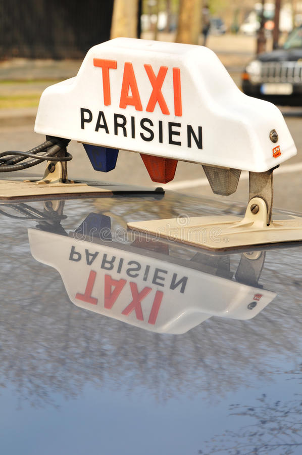 Taxi de Paris images libres de droits
