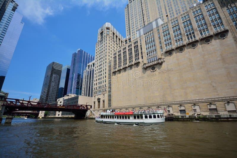 Taxi del agua de Chicago en el río Chicago adentro en el centro de la ciudad fotografía de archivo libre de regalías
