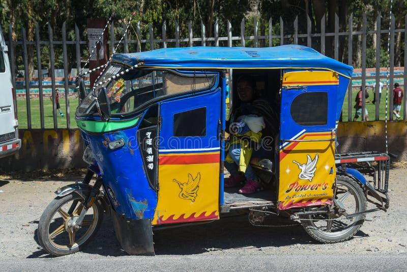 Taxi divertido del ciclomotor en Cusco Perú imágenes de archivo libres de regalías