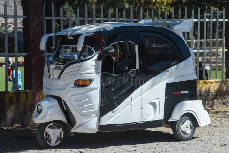 Taxi divertido del ciclomotor en Cusco Perú imagen de archivo