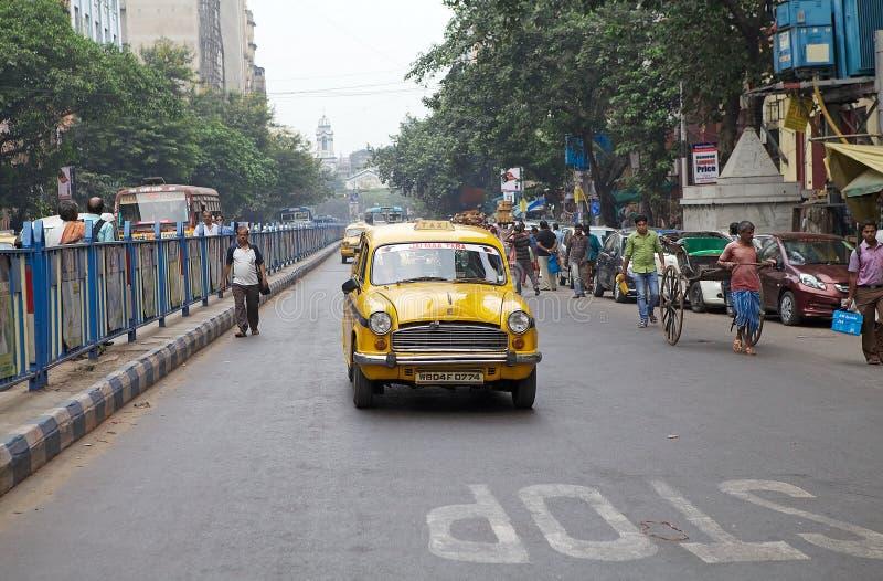 Taxi en riksja in Kolkata, India royalty-vrije stock afbeelding