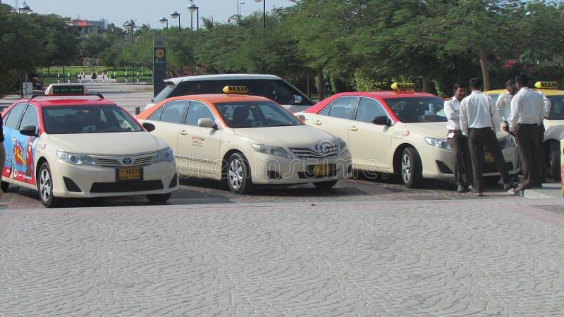 Taxi et chauffeurs de taxi, Dubaï, émirats images stock