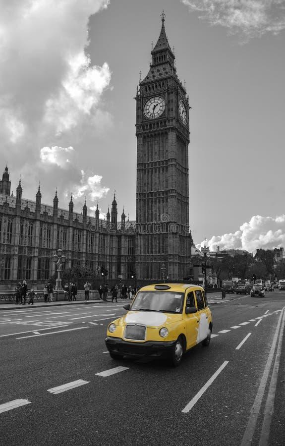 Taxi giallo a Londra fotografie stock