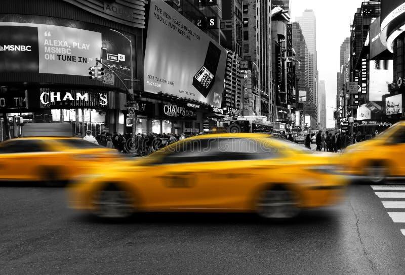 Taxi, i midtownManhattan att rusa royaltyfri fotografi