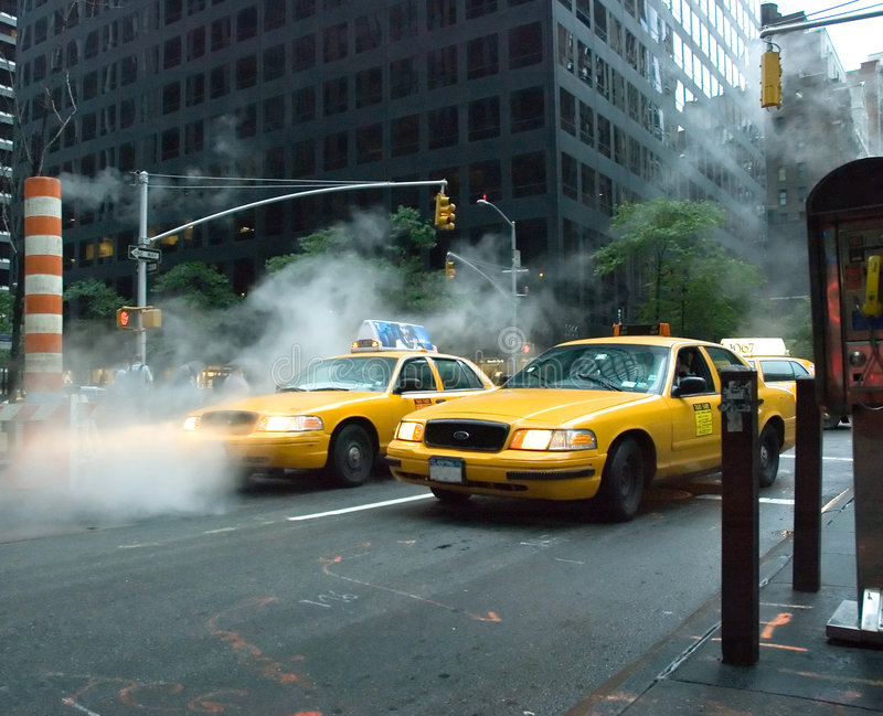 Taxi jaune images stock