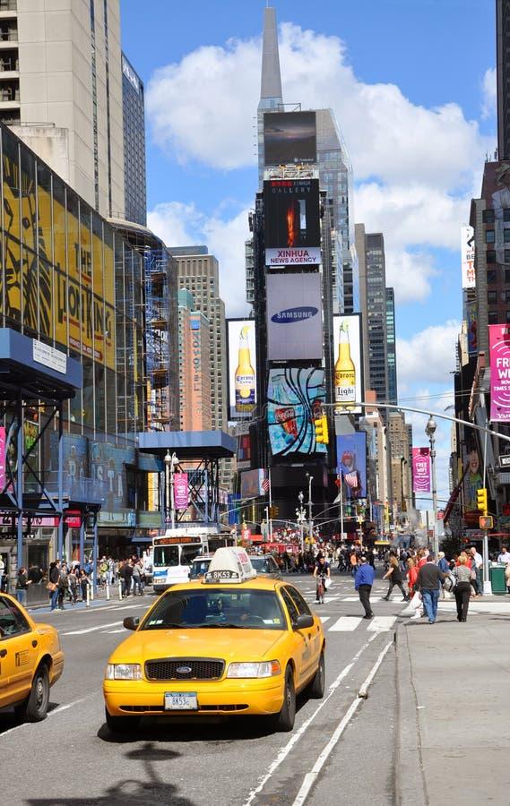 taxi jaune dans le times square new york city image stock ditorial image du h tel landmark. Black Bedroom Furniture Sets. Home Design Ideas