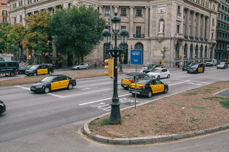 Taxi na ulicach Barcelona w lecie Hiszpania obraz stock