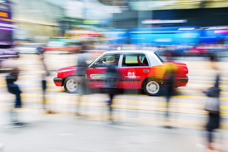 Taxi op de straten van Hong Kong met motieonduidelijk beeld royalty-vrije stock afbeeldingen