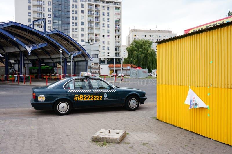 Taxi que espera imagen de archivo
