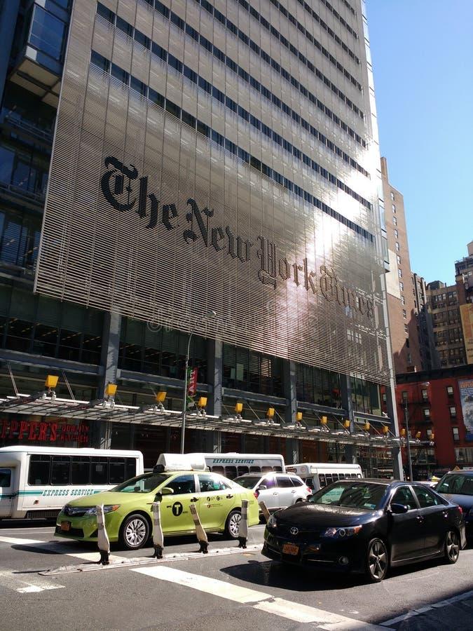 Taxi vert NYC, le bâtiment de New York Times, NYC, NY, Etats-Unis image libre de droits