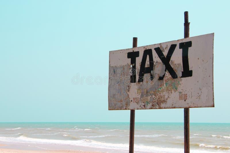 Taxi znak na plaży obrazy royalty free