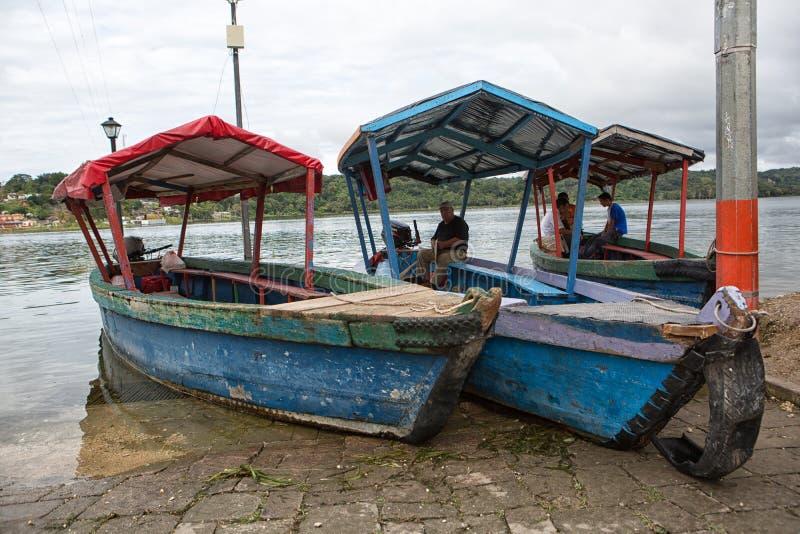 Taxiboten in Flores Guatemala stock fotografie
