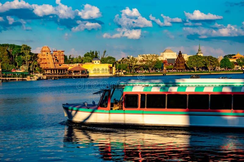 Taxifartyg- och Mexico, Norge och Japan paviljonger p royaltyfri fotografi