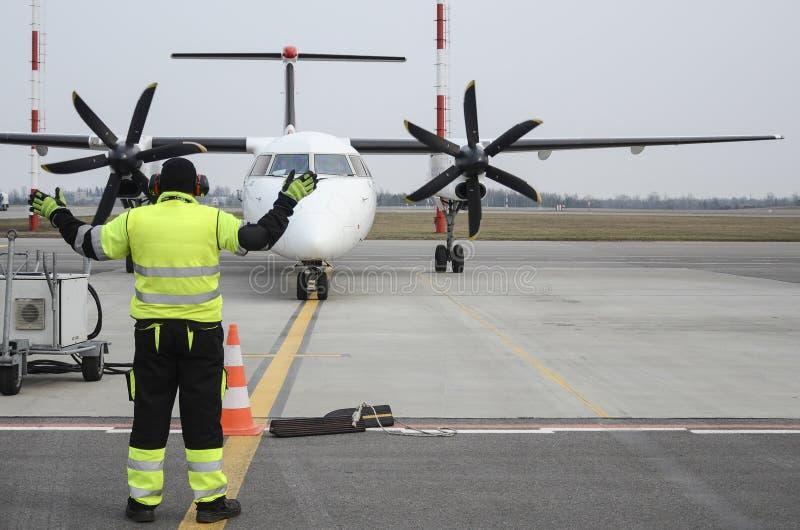 Taxiing do avião imagens de stock
