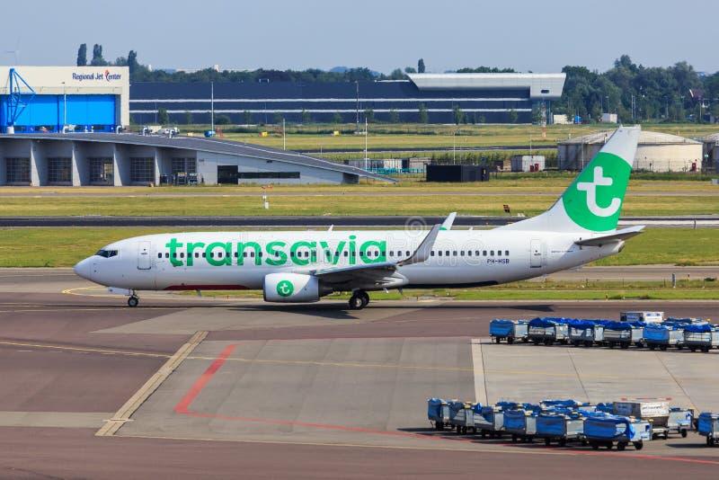 Taxiing do jato de Transavia imagens de stock
