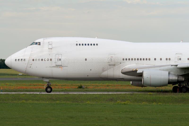 taxiing för flygplanstråljumbo arkivfoto
