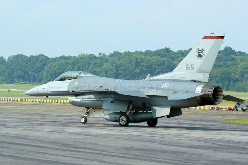Taxiing F-16 foto de stock
