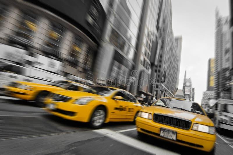 Taxis amarillos en las calles de Manhattan imagen de archivo libre de regalías
