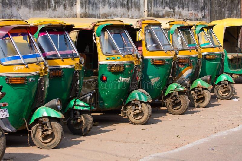 Taxis automatiques de pousse-pousse à Âgrâ, Inde. photographie stock