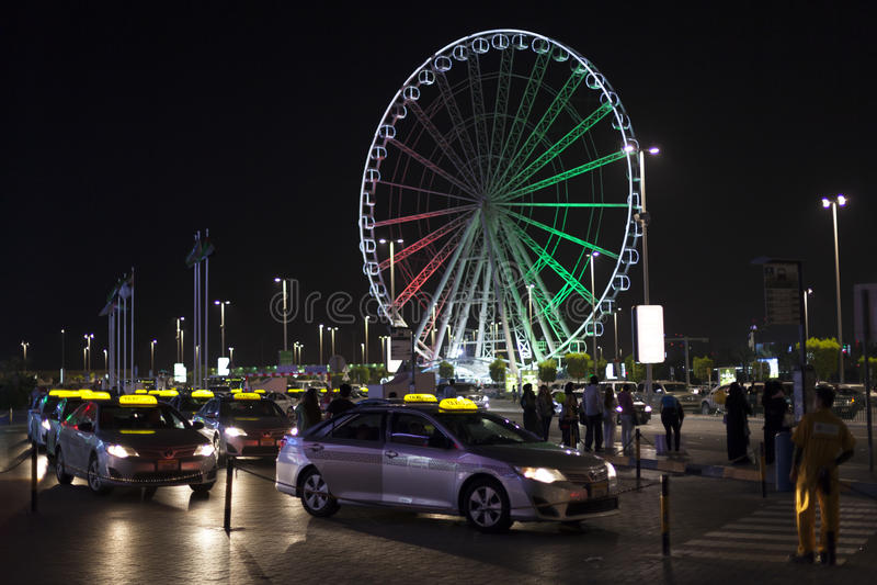 Taxis chez Marina Mall en Abu Dhabi photographie stock