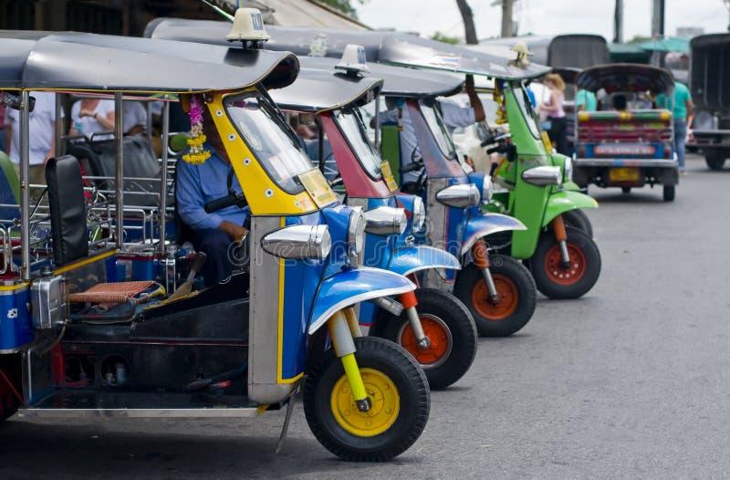 Taxis del tuk de Tuk en Bangkok imágenes de archivo libres de regalías