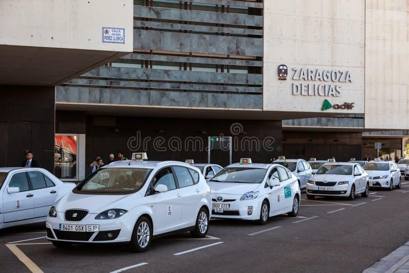 Taxis en la estación de tren en Zaragoza fotos de archivo libres de regalías