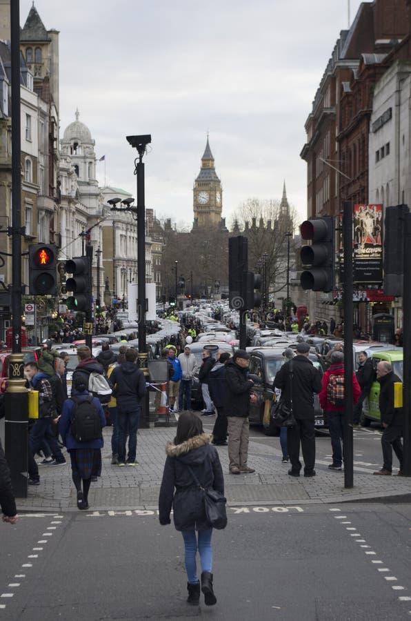 Taxis protestant contre Uber photographie stock libre de droits
