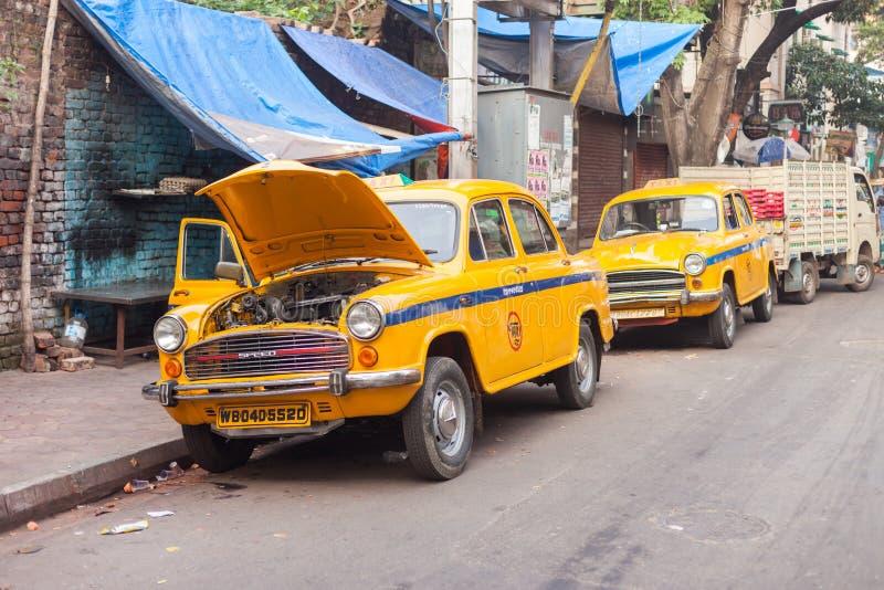 Taxis, Sudder-Straße, Kolkata (Kalkutta) lizenzfreies stockbild