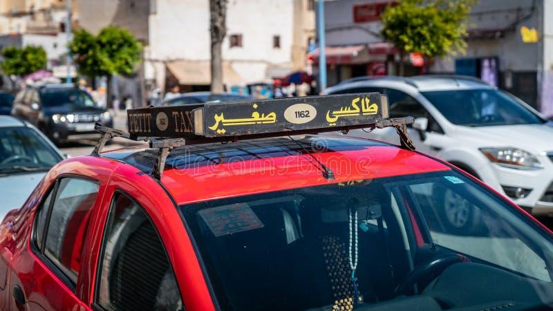 Taxiteken op het dak van een auto in Casablanca, Marokko stock foto's