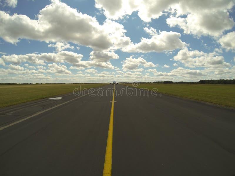 Taxiwaymittlinje arkivbild