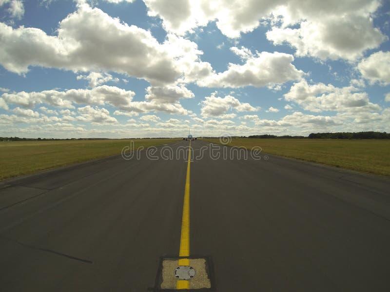 Taxiwaymittlinje arkivfoto