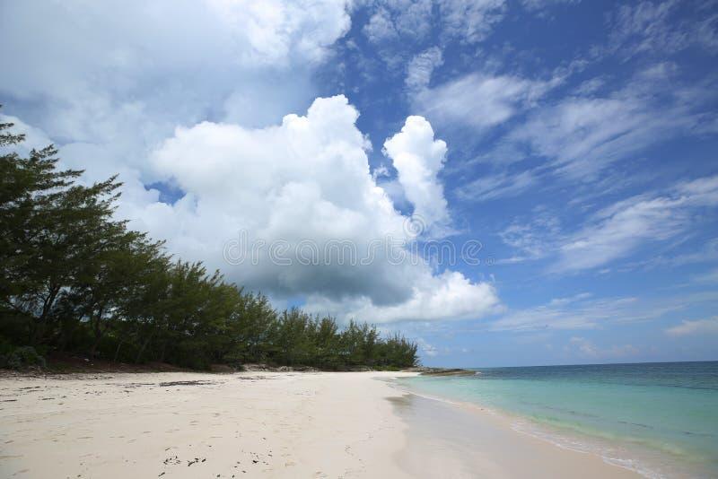 Tay Bay Beach hermoso en la isla de Eleuthera imagenes de archivo