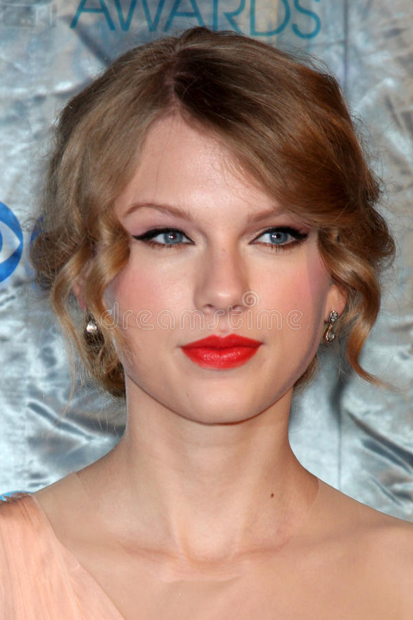 Download Taylor Swift editorial stock image. Image of swift, january - 26359119