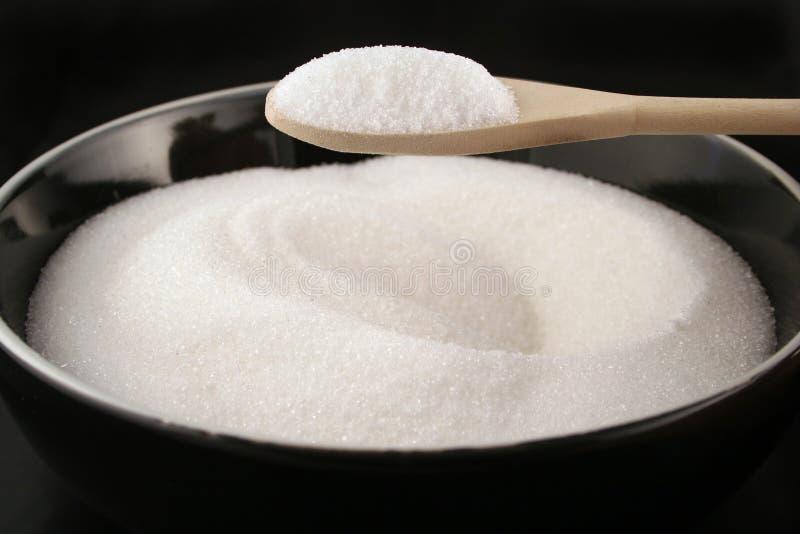Tazón de fuente de azúcar con la cuchara foto de archivo libre de regalías