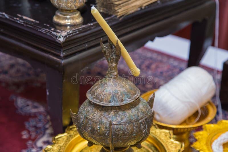 Tazón de fuente de las limosnas del monje s fotografía de archivo