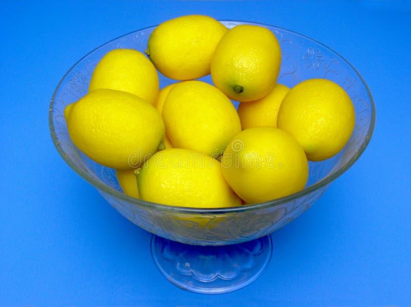 Tazón de fuente de limones fotografía de archivo