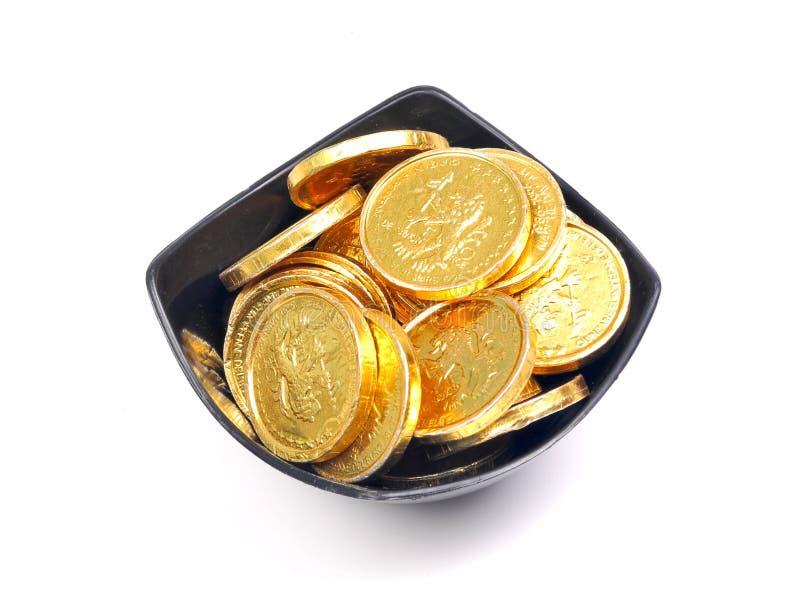 Tazón de fuente de monedas de oro imagen de archivo libre de regalías