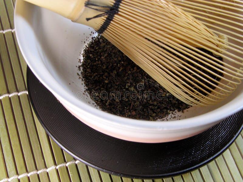 Tazón de fuente del té y wisk-detalle de bambú tradicional imágenes de archivo libres de regalías