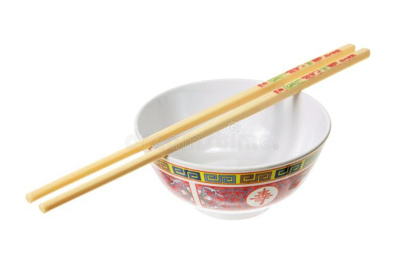 Tazón de fuente y palillos chinos foto de archivo