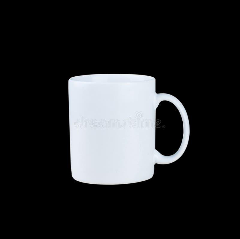 Taza blanca aislada en fondo negro fotos de archivo libres de regalías