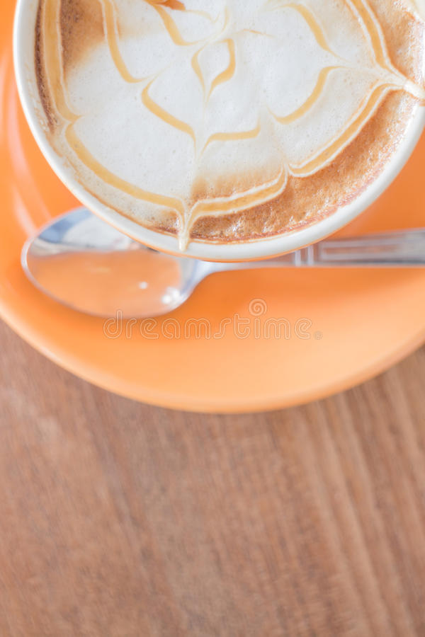 Taza caliente del latte del café del caramelo fotos de archivo libres de regalías