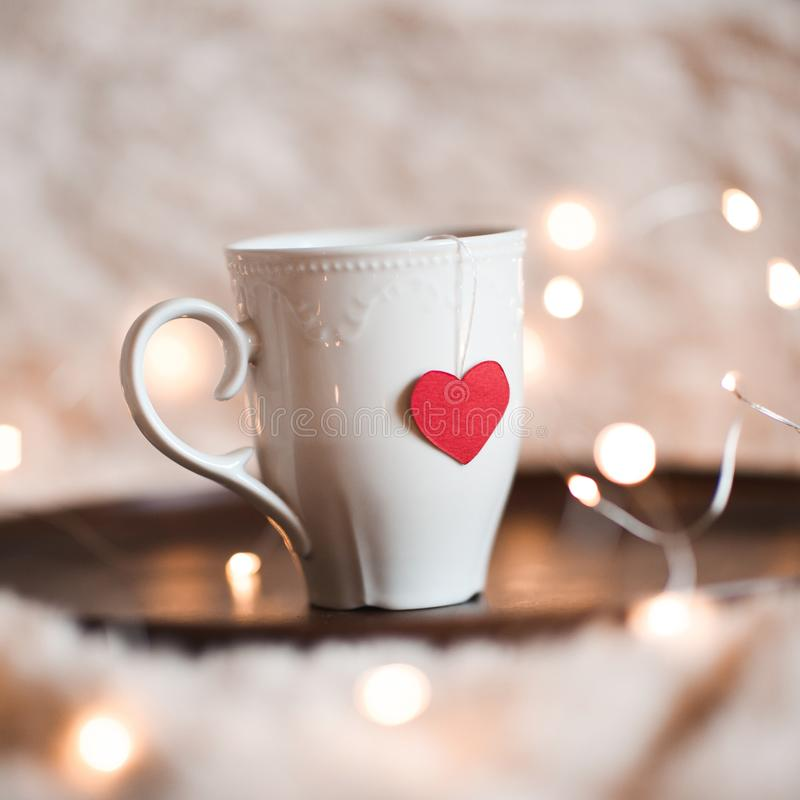 Taza con el corazón rojo en él foto de archivo libre de regalías