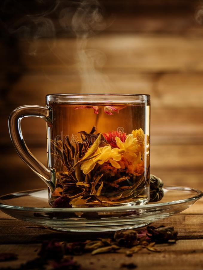 Taza con la flor del té foto de archivo libre de regalías