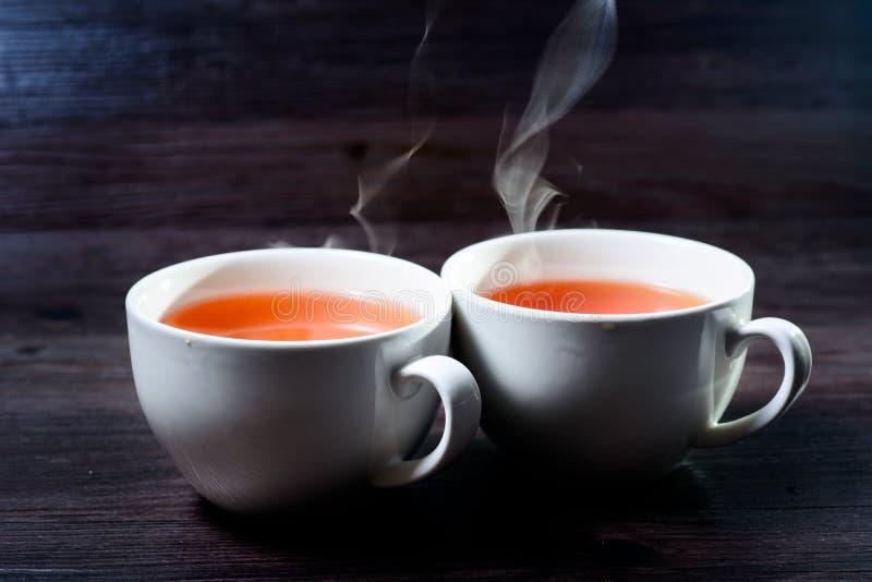 Taza de bebida caliente con vapor imagen de archivo
