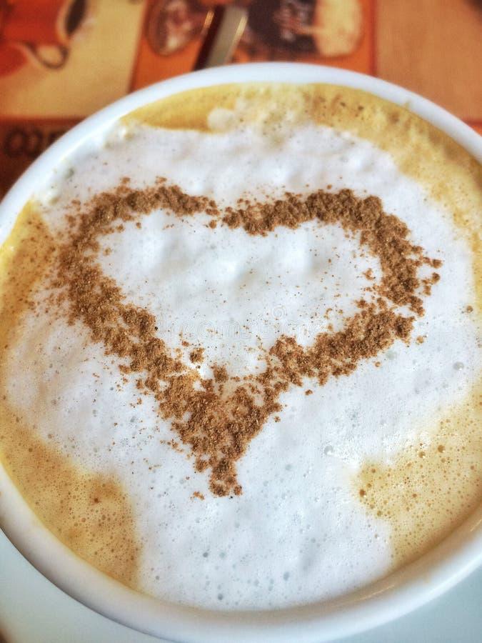 Taza de café con el corazón fotografía de archivo