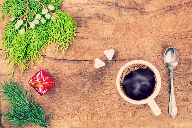 Taza de café con la decoración 3 de la Navidad imágenes de archivo libres de regalías