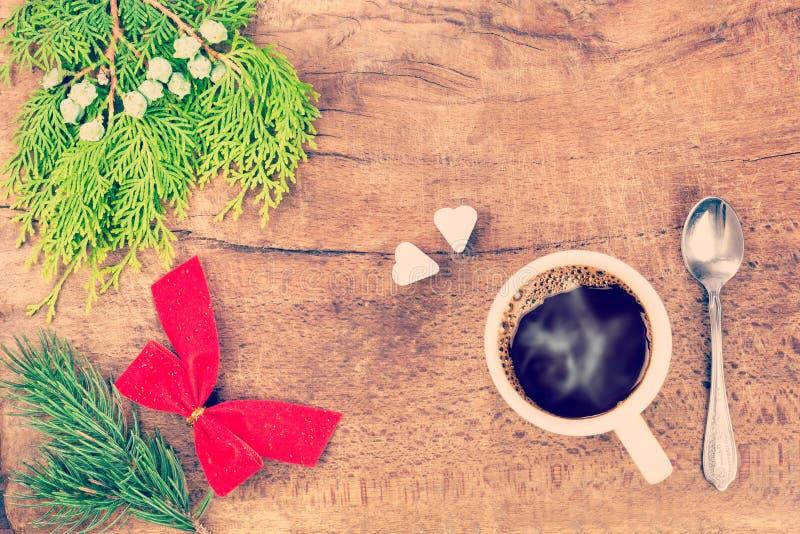 Taza de café con la decoración 6 de la Navidad imagen de archivo