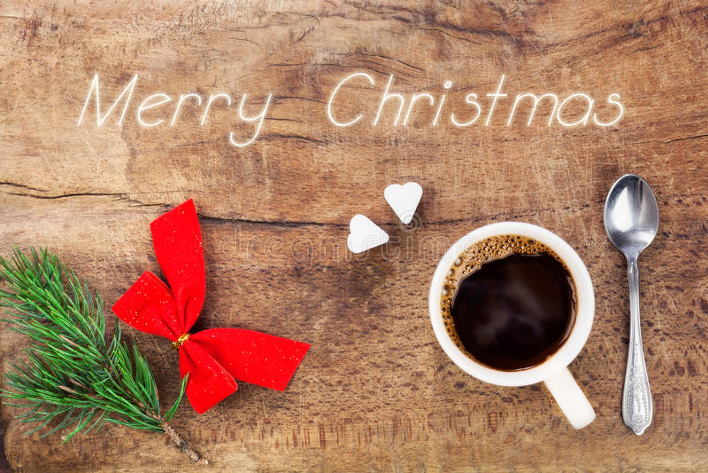 Taza de café con la decoración X de la Navidad imagen de archivo libre de regalías