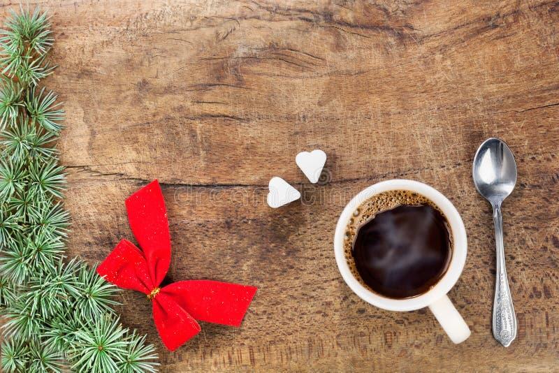Taza de café con la decoración IV de la Navidad foto de archivo