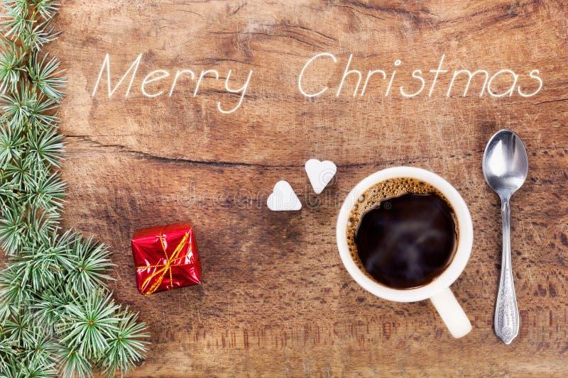 Taza de café con la decoración IX de la Navidad fotografía de archivo